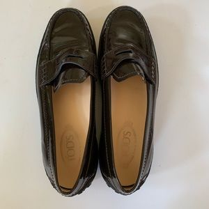 Tod's Brown Patent Leather Loafers Vibram Sole
